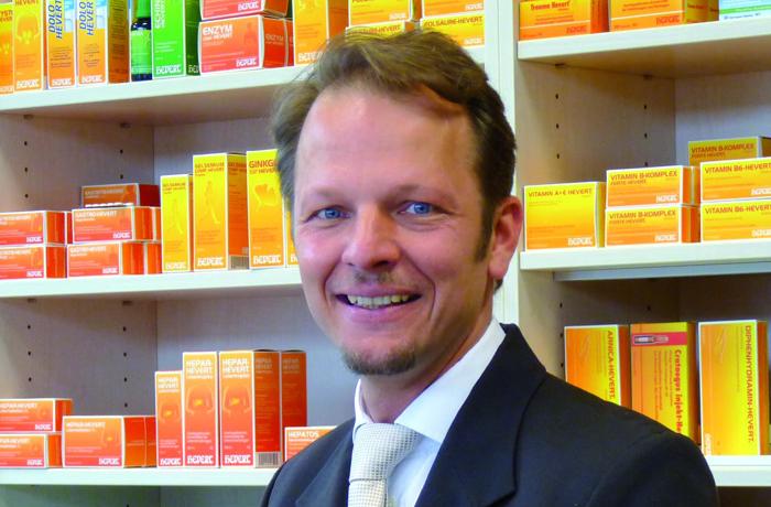 Dr. med. Jan-Christoph Wollmann, Arzt und Leiter des Bereichs Medizin und Wissenschaft bei Hevert-Arzneimittel, ist neues Mitglied im wissenschaftlichen Beirat des Europäischen D-A-CH Verbands für Stress-Medizin e.V. Beiratsmitglieder werden für drei Jahre gewählt und sind verantwortlich für die fachliche Leitung und Kontrolle der wissenschaftlichen Arbeit des Verbands.