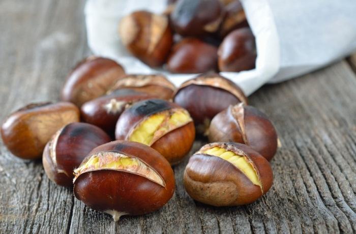 Esskastanien stecken voller wertvoller Inhaltsstoffe und im Herbst sowie Winter lassen sich aus ihnen mit einfachen Rezepten leckere Gerichte zaubern.