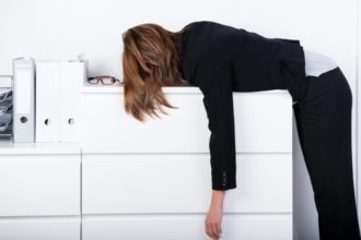 Dauerhafter Stress hat einen negativen Einfluss auf die Arbeit verschiedener Immunzellen und schwächt dadurch die körpereigenen Abwehrkräfte