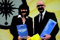 """Bei den nicht-verschreibungspflichtigen Sinusitispräparaten genießt Sinusitis Hevert SL und bei den homöopathischen Beruhigungsmitteln Calmvalera Hevert das Vertrauen von Apothekern. Beide Präparate tragen jetzt den Titel """"Medikament des Jahres 2014"""". Sandra Stephan und Dr. Ralf Weirich von Hevert-Arzneimittel freuen sich über die Auszeichnung"""
