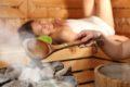 Der Wechsel von Wärme und Kälte in der Sauna regt den Kreislauf an und steigert die Durchblutung. Auch das Immunsystem wird gestärkt