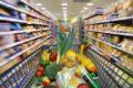 Eine ausgewogene Ernährung liefert Nährstoffe wie Eiweiß, Kalzium, Magnesium, Vitamin D, Vitamin B12 und Folsäure und sorgt für eine optimale Versorgung der Knochen