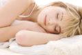 Trotz ermüdender Arbeitstage fehlt häufig die nötige Entspannung zum Einschlafen. Einfache Tipps helfen und können auch Schlafprobleme vermeiden