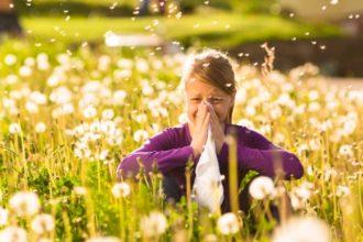 Medikamente gegen Heuschnupfen machen oft müde oder haben andere Nebenwirkungen. Heuschnupfen lässt sich aber auch homöopathisch behandeln