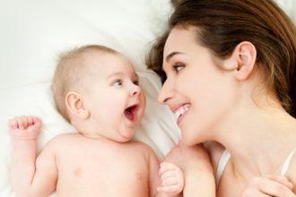 Die Zusammensetzung der Darmflora kann das Auftreten einer Hautkrankheit wie beispielsweise Ekzemen bei Kindern begünstigen