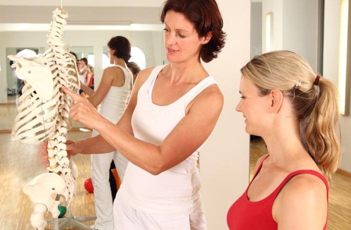 Bei Osteoporose liegt eine reduzierte Knochendichte oder Knochenmasse vor