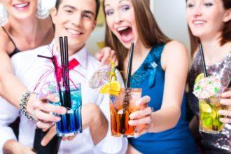 Wer unter einer Allergie leitet, sollte bei Alkohol vorsichtig sein. Die darin enthaltenen Histamine können Allergien verstärken und Beschwerden verschlimmern