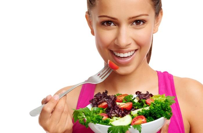 Veganer verzichten nicht nur auf Fleisch sondern auch auf Milch und Eier sowie daraus hergestellte Produkte. Daher müssen sie besonders auf eine ausgewogene Nährstoffzufuhr achten