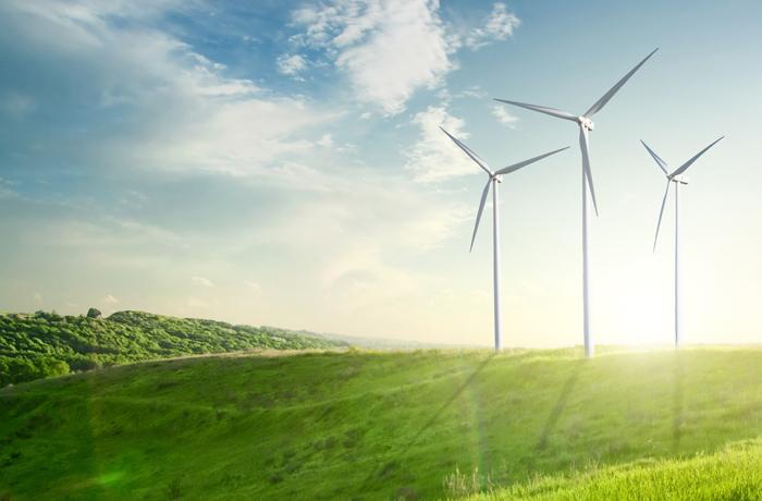 """Nina Eichinger: """"Es ist nicht möglich in ganz Deutschland effektiv Sonnenenergie oder Wind- und Wasserkraft zu nutzen. Stattdessen sollten wir überprüfen, wo eine bestimmte Form der Energienutzung am effektivsten ist und diese dann auch dort ausbauen.""""   Bild: artjazz - fotolia"""