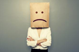 Müdigkeit, keine Lust, mit Freunden etwas zu unternehmen, sind erste Symptome für ein drohendes Burnout.