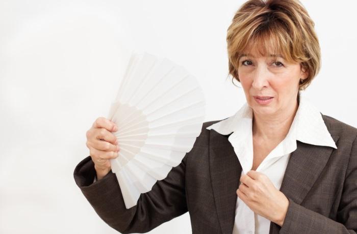 Hitzewallungen in den Wechseljahren lassen sich wegatmen, zeigt eine schwedische Studie. Doch auch Homöopathie kann helfen