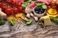 Das Lycopin in der Tomaten schützt Herz und Gefäße sowie vor UV-Strahlen und hat eine krebshemmende Wirkung. Lycopin ist vor allem in Tomatenmark enthalten