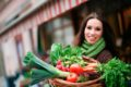 Jeder sollte in der Infektsaison auf eine ausreichende Versorgung mit B-Vitaminen achten. Dabei hilft eine abwechslungsreiche und ausgewogene Ernährung oder Vitaminpräparate
