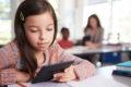 Studie zeigt: Jugendliche, die am häufigsten ein Sachbuch oder einen Roman lasen, waren nur ein Zehntel so häufig depressiv wie Wenigleser