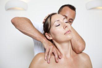 Neben Homöopathie unterstützt die Physiotherapie bei Fibromyalgie