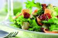 Gründer Salat ist reich an Folsäure. Endivie beispielsweise bietet 218 Mikrogramm Folat pro Portion.
