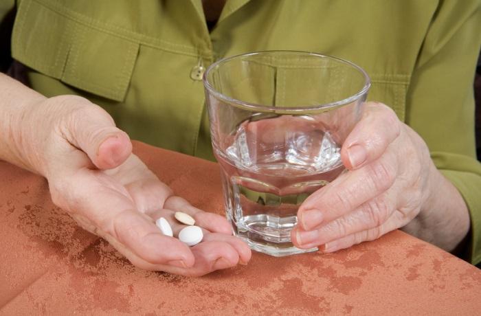 Medikamente können den Vitamin D-Spiegel senken. Vor allem Pillen gegen Herz- und Niereninsuffizienz und Asthma-Präparate sind dafür verantwortlich