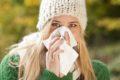 Wer erkältet ist, überträgt seine Viren an Mitmenschen durch Niesen oder über Gegenstände. Gründliches Händewaschen kann vermeiden, krank zu werden