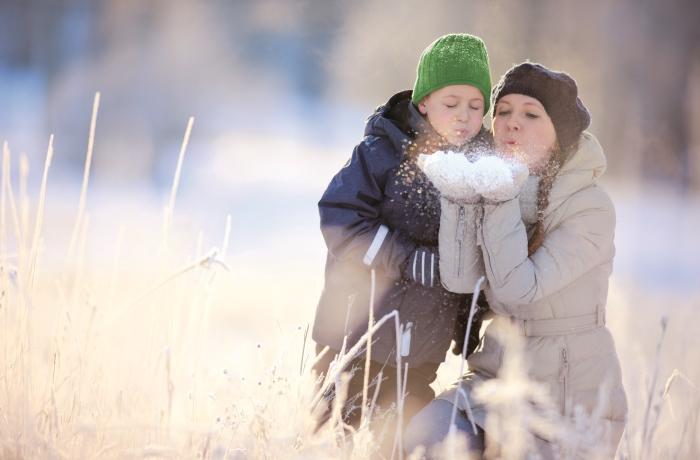 Im Herbst und Winter erreicht uns im Freien kaum UVB-Strahlung, die für die Produktion von Vitamin D notwendig ist