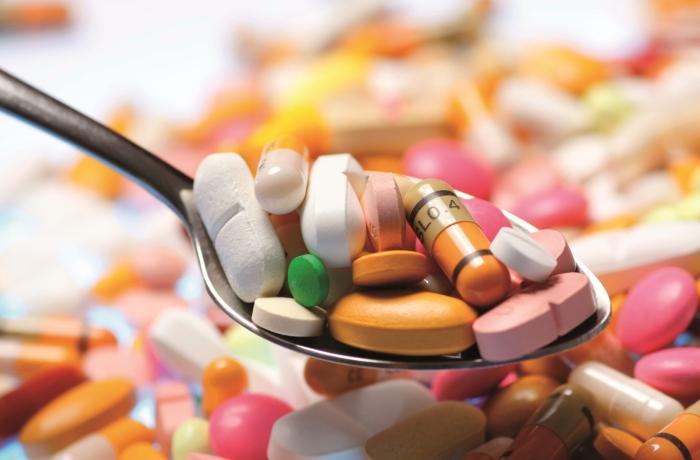 Beim Kauf von Vitaminen im Supermarkt oder in der Apotheke sollte auf die einzelnen Bestandteile geachtet werden.