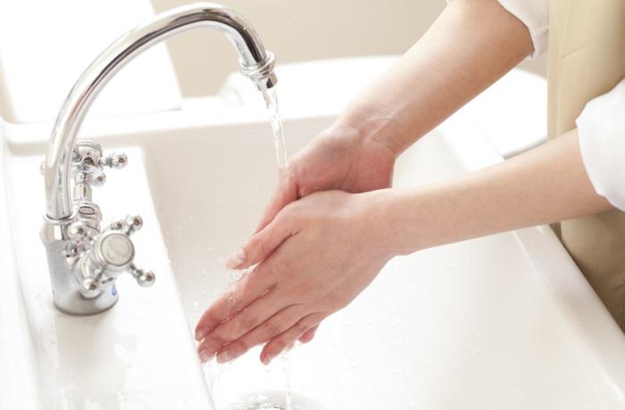 Mehrmals tägliches Händewaschen kann vor Grippeviren und einer Erkältung schützen