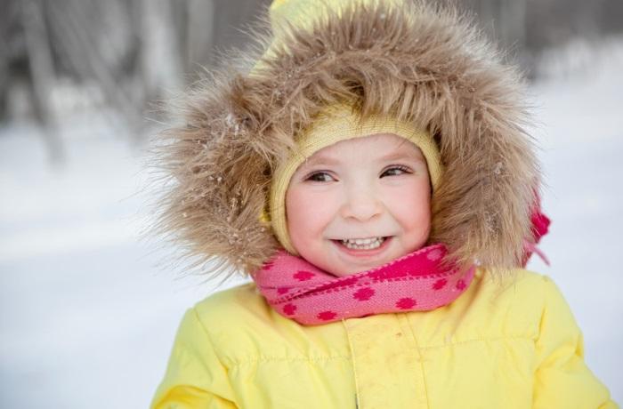 Kinder haben häufig eine Erkältung, weil das Immunsystem viele Erreger nicht kennt. Mit geeigneten Maßnahmen lässt sich vermeiden, dass Kinder übermäßig anfällig sind