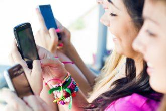 Intensive Mediennutzung kann bei Jugendlichen Schlafstörungen verursachen. Dies fanden Wissenschaftler in einer aktuellen Studie heraus.