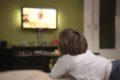 Wenn Kinder vor dem Zubettgehen fernsehen, bekommen sie eher Einschlafprobleme. Das haben Wissenschaftler in einer Studie herausgefunden.