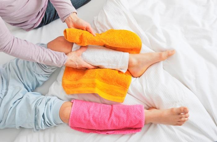 Feuchte Wickel können die Selbstheilungskräfte des Körpers anregen oder auch Fieber senken.