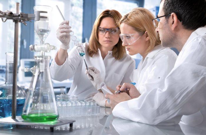 Kaum ein Absolvent der Medizin weiß noch, wie wissenschaftliches Arbeiten geht. Gutachter fordern, dass es wieder vermehrt gelehrt wird.