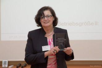 """Der erste Platz im Wettbewerb """"Gesunde Betriebe 2014/2015"""" geht für nachhaltige Gesundheitsmanagement -Aktivitäten an Hevert-Arzneimittel."""