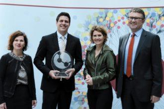 """Die Zukunftsinitiative Rheinland-Pfalz (ZIRP) hat Hevert-Arzneimittel als """"Zukunftsunternehmen 2015"""" ausgezeichnet."""