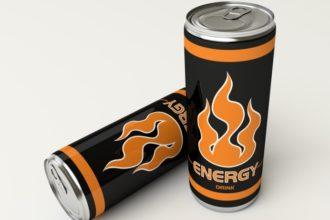 Energy Drinks und Kinder – Laut einer ESFA-Studie kann übermäßiger Konsum der koffeinhaltigen Getränke schädlich für die Gesundheit sein.