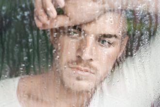 Stimmungsschwankungen können zahlreiche Ursachen haben. Wer selbst keinen Ausweg mehr sieht, sollte ärztliche Hilfe in Anspruch nehmen.