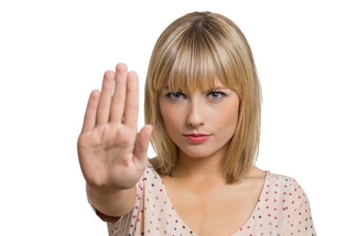 Ursache Nährstoffversorgung: Ein Mangel an Folsäure, Biotin oder Vitamin B12 kann zu diffusem, also gleichmäßigem, Haarausfall führen.