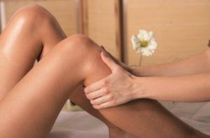 Bei der Behandlung von Krampfadern kommen häufig Kompressionsstrümpfe zum Einsatz.
