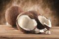 Kokoswasser ist nicht nur bei Promis, die gesund leben wollen, beliebt. Hersteller preisen das Getränk an. Doch wie gesund ist Kokoswasser?