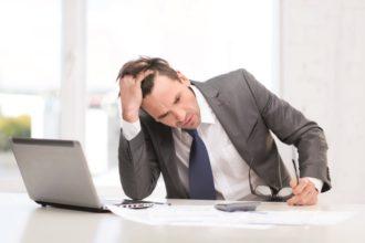 Gestresst und abgespannt – durch Zeit- und Arbeitsdruck vernachlässigen viele Menschen eine ausgewogene Ernährung.
