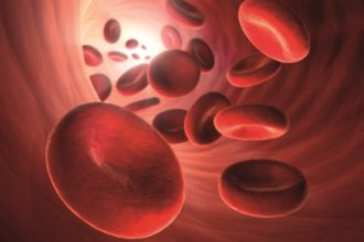 Ein geringer Anteil an Homocystein im Blutplasma ist normal. Steigt der Wert aber an, drohen ernste gesundheitliche Auswirkungen.