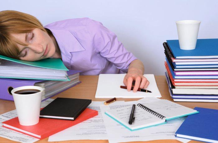 Laut neuen Erkenntnissen kommen chronische Erschöpfungszustände bei Kindern und Jugendlichen anscheinend häufiger vor als gedacht.