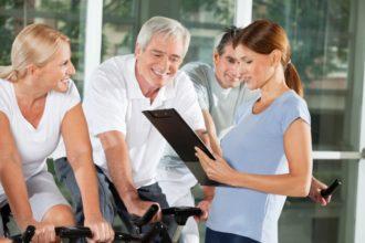 Gesunde, vitaminreiche Ernährung und Sport zählen zu den wichtigsten Maßnahmen zur Vorbeugung eines erhöhten Homocysteinwertes.