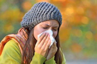 Zu oft an Sinusitis zu leiden kann gefährlich werden. So kann die Nasennebenhöhlen-Entzündung zu Druck auf den Sehnerv führen.