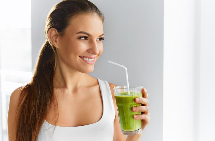Bei einer Detox-Kur bevorzugen die Anwender Lebensmittel nach einem basischen Ernährungsplan. Aber nicht nur: Auch Spa und Wellness tragen dazu bei, den Körper zu entgiften. | Bild: puhhha - Fotolia