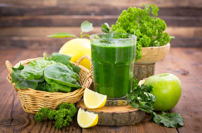 Gründe Gemüsesorten eignen sich besonders gut für das Detox-Fasten, gerne auch als Smoothie. | Bild: pilipphoto - Fotolia