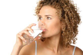 Maßnahmen zur Entgiftung wie etwa Detox-Kuren können die Nierenfunktion unterstützen.