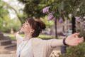 Von Frühjahr bis Sommer fliegen Pflanzenpollen durch die Luft und verursachen durch Kontakt zum Teil erhebliche Leiden. Natürlich lässt sich etwas dagegen machen.