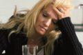 T-online.de beschreibt im Detail verschiedene homöopathische Mittel gegen Kopfschmerzen.