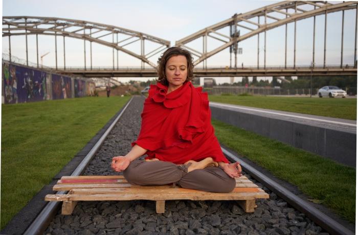 Sich aus einer als stressig empfundenen Situation herauszunehmen, für den Moment abzuschalten, ermöglicht die Anwendung von wirksamen Entspannungstechniken.
