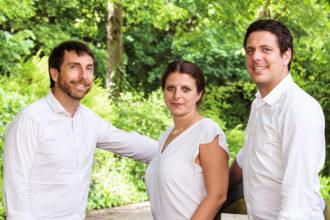 Mathias, Sarah und Marcus Hevert (v.l.) setzen mit der Stiftung ein Zeichen für nachhaltiges wohltätiges Engagement.