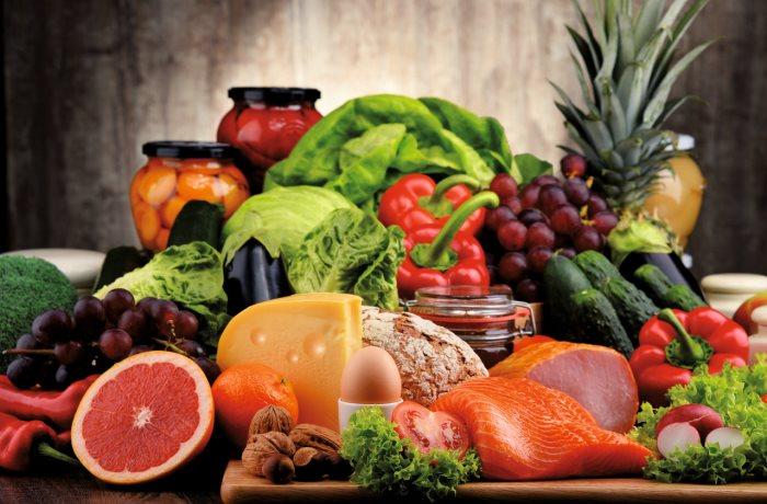 Lebensmittel mit Vitamin K sind beispielsweise verschiedene Kohlsorten und Kräuter.